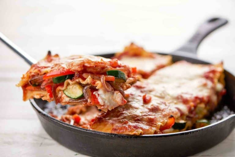 Lasagna Arrabiata with red bell pepper and mozzarella cheese