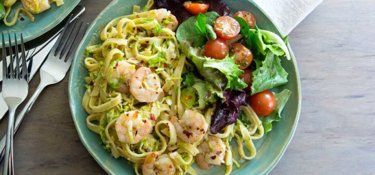 Shrimps Scampi with Grain-free fettuccine & Brussels sprouts, salad