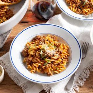 Easy fusilli with Neapolitan ragù and kale Caesar salad