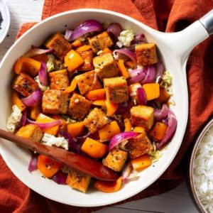 Stir-fried tempeh teriyaki with bell pepper and cabbage